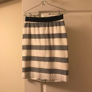 ANN TAYLOR navy and white pencil skirt